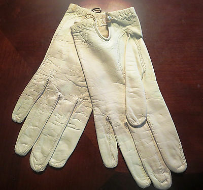 Estate Sale Off White Italian Kid Leather Gloves Pearl Button Top (6 1/2)