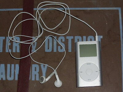 Apple iPod (1st Generation?) 4GB 2005. With Headphones Tested & Working Bundle