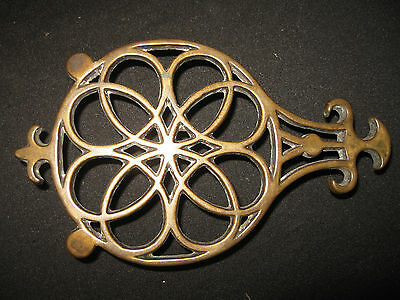 ANTIQUE EARLY 1800s BRASS FOOTED TRIVET GREAT OLD PATINA PENN PA HEX DESIGN