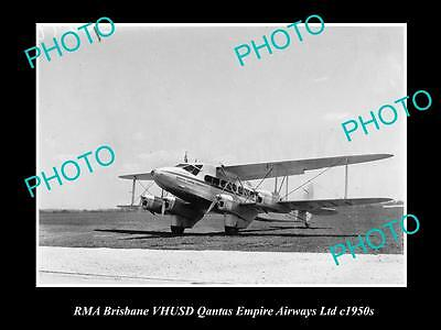 OLD LARGE HISTORIC PHOTO OF QANTAS EMPIRE AIRWAYS, RMA BRISBANE AEROPLANE c1950s