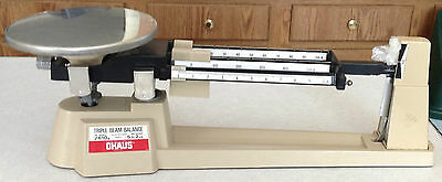 OHAUS DIAL-O-GRAM TRIPLE BEAM BALANCE SCALE GRAMS 2610g WEIGHTS & CARRY CASE