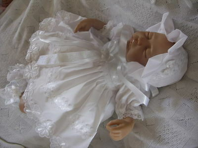 "DREAM 0-3 months BABY GIRLS white daisy DRESS bonnet SET  or 20-24"" REBORN dolls"