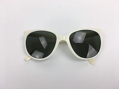 Vintage Bausch & Lomb Ray Ban Cats France White Frame Sunglasses