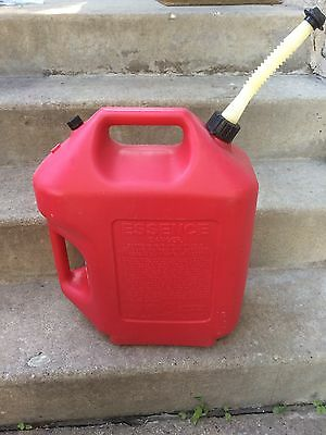 Rubbermaid Gas Can 6 Gal Model 1261 Vented W/ Screened Spout Jerry Fuel Gallon 5
