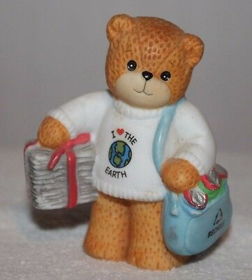 1995 Lucy & Me Figurine Enesco I Love The Earth Recycle Newspapers Cans Rigg