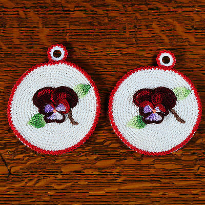 """2 Potholders/hot Pads - White & Red Trim Floral Approx. 5-1/4"""" Diameter Lot #15"""
