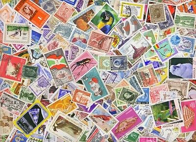 Stamp Album with 515 Different World Stamps plus FREE packet of British Stamps