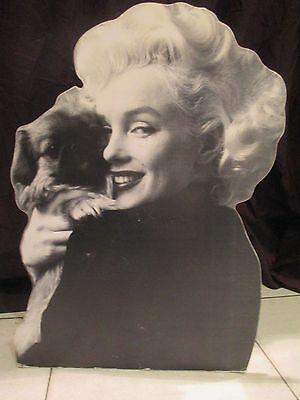 MARILYN MONROE AVEC PEKINOIS   plv presentoir stand up   display 40cm