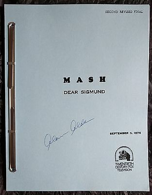 "MASH ""Dear Sigmund"" original episode script signed by Alan Alda (M*A*S*H)"