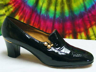 8-8.5 vtg 60s black patent leather and gold pumps shoes
