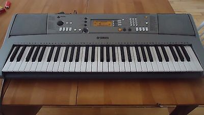 Yamaha Portatone YPT-310 Keyboard w/charger Tested Works Great