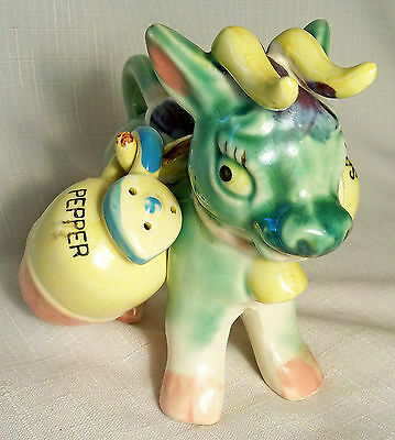 VTG RETRO KITSCH BIG BULL COW CARRYING JUGS SALT & PEPPER SHAKERS JAPAN 1960's