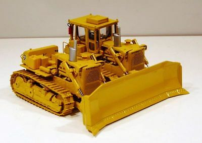 Classic Construction Models Cat D9H SxS Crawlers. MIB. 1:48th. Closed. Edition
