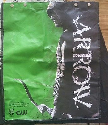 Arrow San Diego Comic Con 2013 Official bag with cape