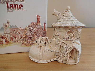 63 - Lilliput Lane - Old Woman Who Lived in a Shoe?  - MIB