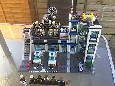 Lego City 7498 Police Station 100% Complete + Instructions