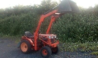 Kubota B5100 Compact Tractor with Loader