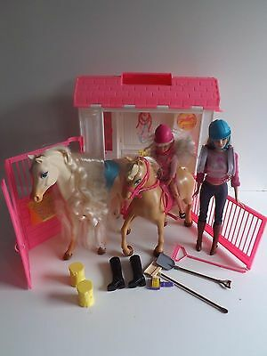 Barbie Feeding Fun Stable Play Set With Horses & Dolls