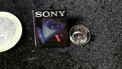 Sony Pin Badge V Lady Frau
