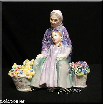 ROYAL DOULTON Granny's Heritage HN2031 - Retired 1969 - Golden Years Series