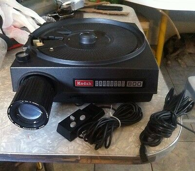 Kodak Carousel 800 Projector, with Remote and Power Cord.and Carrying Case