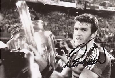 ASTON VILLA: PETER WITHE SIGNED 6x4 1982 EUROPEAN CUP FINAL TROPHY PHOTO+COA