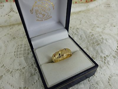 9ct 9carat Yellow Gold Patterned Wedding Band Ring. 6mm size 'J'