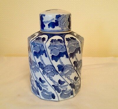 ORIENTAL BLUE AND WHITE CHINESE PORCELAIN TEMPLE LIDDED JAR 9 ins tall