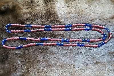 Antike Glasperlen – antique red and blue North American Indian trade beads