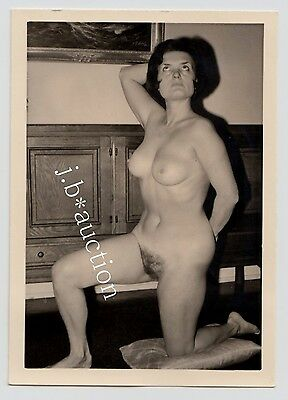 NUDE WOMAN AT HOME / NACKTE FRAU ZUHAUSE AKTFOTO * Vintage 50s Amateur Photo #31