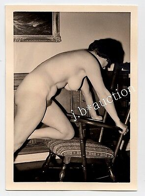 NUDE WOMAN AT HOME / NACKTE FRAU ZUHAUSE AKTFOTO * Vintage 50s Amateur Photo #32