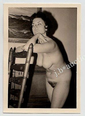 NUDE WOMAN AT HOME / NACKTE FRAU ZUHAUSE AKTFOTO * Vintage 50s Amateur Photo #33