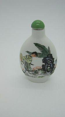 Chinese porcelain painted SNUFF BOTTLE Green Color Top