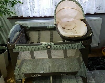 Graco travel cot with bassinet pack And Play vgc