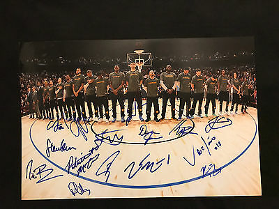 2016-17 CHAMPION0Golden State Warriors Team Signed 12X18 WARRIORS CURRY THOMPSON