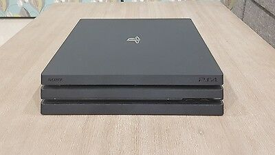 PlayStation 4 Pro, 1 Terabyte, 2 controllers
