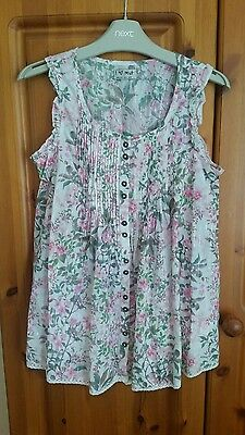 Very pretty Next girls short sleeve top age 10. Excellent condition. Worn once.