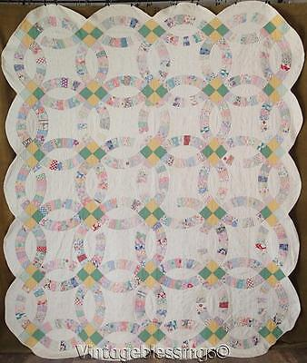 """Charming Prints! Vintage 1930s well loved Wedding Ring QUILT 90"""" x 77"""""""