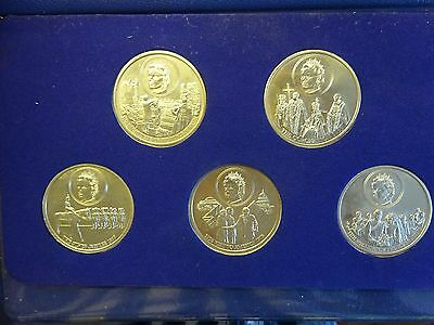 COMMEMORATIVE 1977 SILVER JUBILEE Collection Five Crowns In Presentation Pack