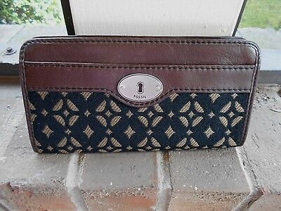 FOSSIL Key Lock Long Zipped Wallet Brown leather w Tapestry Front
