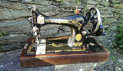 Vintage 1907 Manual Singer 28K Sewing Machine +Case and Accessories compartment.