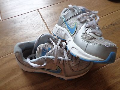 NIKE toddler/kids GUC sz 11 silver/white/blues athletic lace up shoes