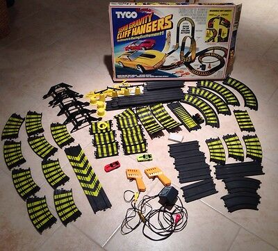 Tyco Zero Gravity Cliff Hangers Slot Car Track With Dominos And Kraco Indy Cars