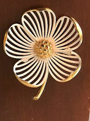 Vintage Monet White Enamel & Gold Tone Open Work Flower Brooch Pin Dogwood