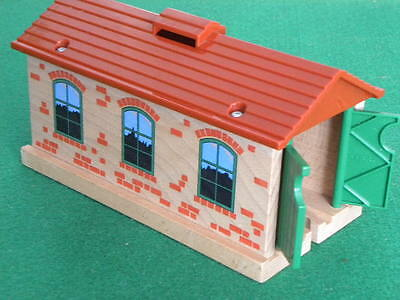 BRIO THOMAS SINGLE TRACK ENGINE SHED for Thomas and Friends Wooden Railway TRAIN