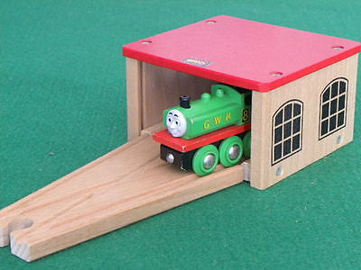 BRIO DOUBLE ENGINE SHED & SWITCH for Thomas and Friends Wooden Railway TRAIN set