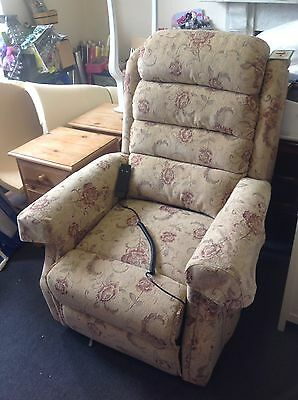 Stunning Rise And Recline Electric Chair - Hardly Used