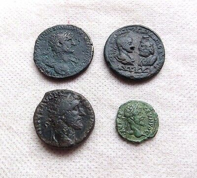 LOT 4 Ancient Roman Bronze coins.