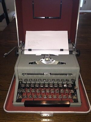 (WORKING) Vintage Royal Quiet Deluxe Typewriter With Case Very Good Cond.