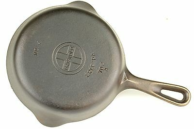 Vintage Griswold Small Logo No 4 (702A) Cast Iron Skillet